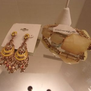 Nwt  Bracelet & earrings. L38-1